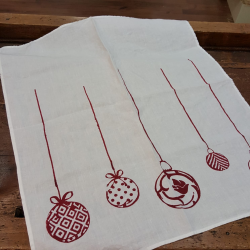 Dishcloth in linen with red Christmas balls