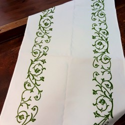Table runner in cotton and linen bud print