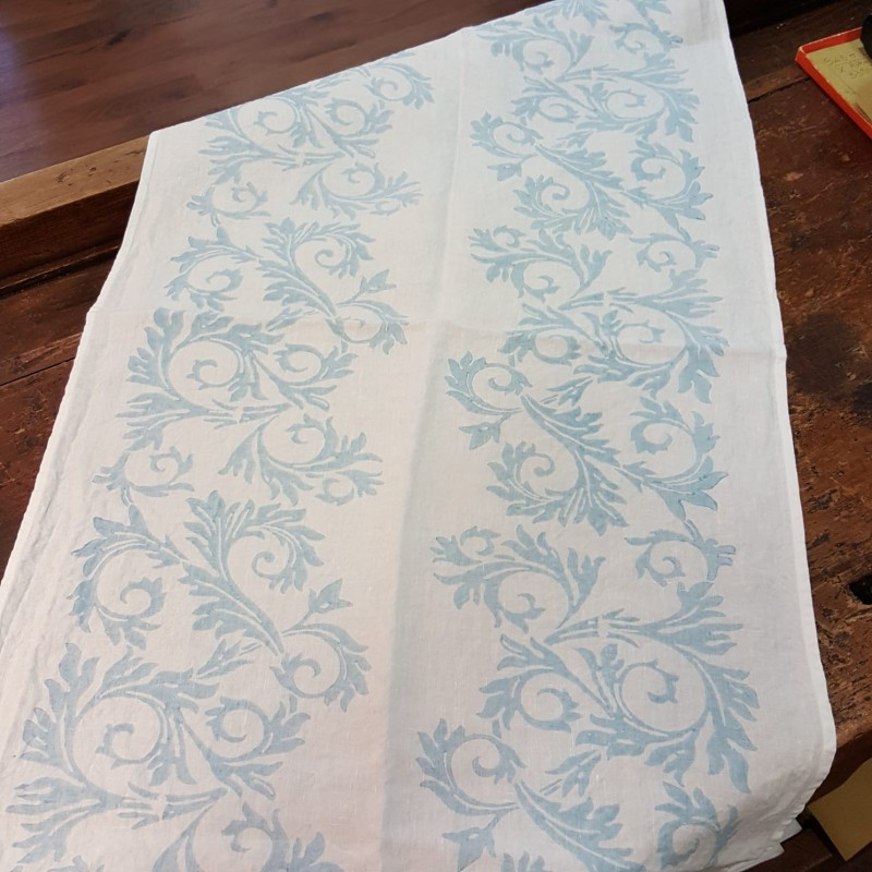 Table runner in pure linen Acanto collection