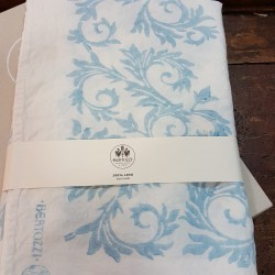Blue tablecloth acanthus collection