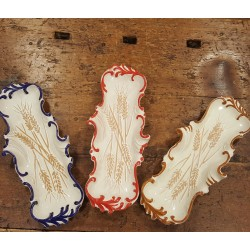 Rests ladle or small tray decorated by hand in ceramic.