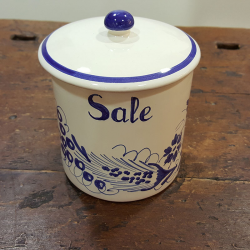 Salt container in ceramic