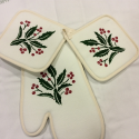 Christmas Cooking Gloves holly print