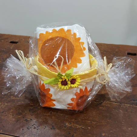 Gift box with potholders sunflowers print