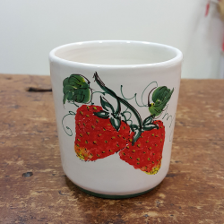 Tazza Mug in ceramica decorata fragole